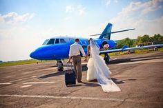 バレンタイン企画「愛は空中にある(Love is in the Air)」では、ユナイテッド航空機内で運命の相手に出会ったり、高度3万フィート(約1万メートル)の上空でプロポーズをしたカップルを対象に、500語以内の短いエッセーと写真を募集中だ。- AFP | 高度1万メートルのラブストーリー、ユナイテッド航空が募集