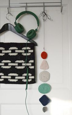 Crocheted little things - Molla Mills - Home Kuvalehti Tapestry Bag, Tapestry Crochet, Crochet Clutch, Crochet Earrings, Crochet Home, Knit Crochet, Crochet Chart, Crochet Patterns, Crochet Mobile