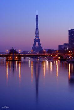 Eiffel Tower reflected on Seine River, Paris, France. Oh Paris, Paris Love, Paris City, Paris Torre Eiffel, Paris Eiffel Tower, Places To Travel, Places To Go, Paris Wallpaper, Beautiful Paris