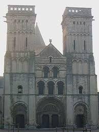 romansk arkitektur – Google Søk Barcelona Cathedral, Notre Dame, Arch, Building, School Projects, Travel, Google, Longbow, Viajes