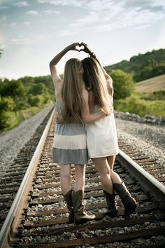 Forever my favorite southern sister picture on the railroad tracks! - Forever my favorite southern sister picture on the railroad tracks! Photos Bff, Sister Pictures, Cute Friend Pictures, Best Friend Pictures, Sister Picture Poses, Friend Senior Pictures, Sister Pics, Bff Pics, Sister Sister
