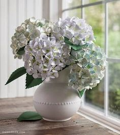 Michelle - Blog #Everlasting #Flowers Fonte : http://allfreepapercrafts.com/How-to-Make-Paper-Flowers/Incredibly-Realistic-Paper-Hydrangeas#5Rxfjt5fiAykbZhV.32