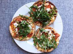 Lompepizza med spekeskinke og rucola - Vektklubb Healthy Living Recipes, Vegetable Pizza, Pesto, Tapas, Vegetables, Food, Red Peppers, Essen, Vegetable Recipes