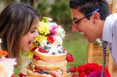 Com um Vestido de Noiva de R$ 130 reais, e apenas 2 meses para planejar, a Laís e o Rafael realizaram o casamento com a cara deles!