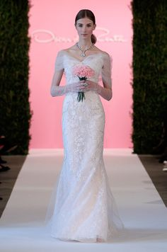 Click to view the Oscar de la Renta, Spring 2015 bridal collection.