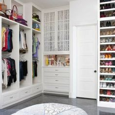 walk in closet ideas | Un wolk in Closet es un espacio ideal par mantener la ropa en un lugar ...