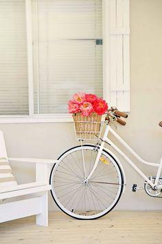 a week of coastal vintage finds abeachcottage.com white cruiser vintage bike with peonies