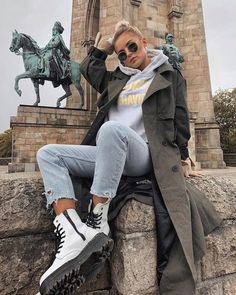 70 winter outfits with doc martens 1 Doc Martens Outfit, Casual Wear Women, Cute Casual Outfits, Winter Fashion Outfits, Fall Winter Outfits, White Dr Martens, Combat Boot Outfits, Combat Boots, Hipster Chic