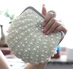 There is 1 tip to buy bag, pearl, clutch, vintage. Beaded Clutch, Beaded Purses, Beaded Bags, Beaded Jewelry, Crochet Handbags, Crochet Purses, Bridal Handbags, Clutch Handbags, Clutch Bags