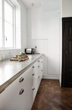 This woman's kitchen is stunning in black and in white. Closest I have seen to what I want, and a great sales pitch for the ikea kitchen. Country House Interior, Kitchen Interior, Ikea Kitchen, Kitchen Dining, Kitchen White, Kitchen Cabinetry, Kitchen Stuff, Kitchen Decor, Herringbone Wood Floor
