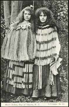 Maori belles, Bay of Islands, N. series no 545 Shows two young Maori women standing side by side, wearing flax cloaks and long skirts. Polynesian People, Polynesian Culture, Maori Designs, Maori People, Tribal People, Tribal Costume, Folk Costume, Costumes, Long White Cloud
