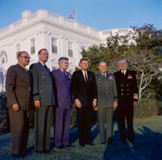 President John F. Kennedy meets with the Joint Chiefs of Staff. (L-R) USMC General David Shoup; US Army General Earle Wheeler; USAF General Curtis LeMay, President Kennedy; Chairman of the Joint Chiefs of Staff General Maxwell Taylor; USN Admiral George Anderson.