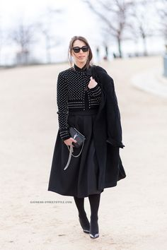 Lia Makrigeni chic in a black full skirt and dotted crop jacket & w/ Saint Laurent tassel bag Style Street Outfit, Street Wear, Street Chic, Street Fashion, Classic Style, My Style, Fashion Beauty, Womens Fashion, Paris