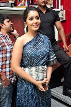 South Indian Actress Rashi Khanna Hip Navel Photo shoot In Red Saree Hot Actresses, Indian Actresses, Rashi Khanna Hot, Red Saree, Bollywood Girls, Hottest Pic, South Indian Actress, Red Shirt, Indian Girls
