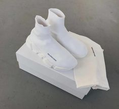 Find images and videos about white, shoes and Balenciaga on We Heart It - the app to get lost in what you love. White Balenciaga Sneakers, Balenciaga Shoes Mens, Sneakers Fashion, Shoes Sneakers, Balenciaga Speed Trainer, Fresh Shoes, Hype Shoes, Everyday Shoes, Luxury Shoes
