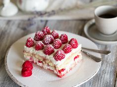 Fruity and fresh this delicious raspberry tiramisu. So the classic among the Italian desserts in a summery look! Light Dessert Recipes, Mexican Dessert Recipes, Light Desserts, Easy Desserts, Chocolate Chip Recipes, Chocolate Desserts, Dessert Bread Machine Recipes, Simple Sweet Bread Recipe, Raspberry Desserts