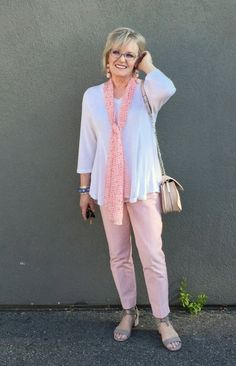 ff361e1807 Jennifer of A Well Styled Life showing 5 ways to wear pink pants Femme Agee