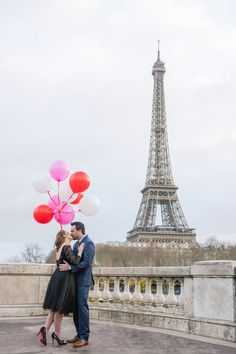 Couple holding balloons and kissing at the Eiffel Tower. Paris Photographer | Photoshoot in paris | paris photography | paris solo photographer | paris | paris photoshoots | paris photoshop eiffel tower | paris photoshoot ideas. #parsianphotographer #bestparsianphotographer #parisphotographer #parisphotographers #parisphotosession #parisphotoshoot #lovethem #parisphoto #paris #photoshootinspiration #photoshootideas #parisjetaime #photooftheday #parisphotography #paris #france Paris Photography, Couple Photography, Amazing Photography, Paris Pictures, Paris Photos, Paris Paris, Paris France, Photoshoot Inspiration, Photoshoot Ideas