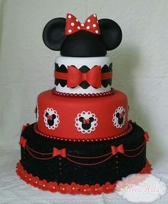 Minnie Mouse Cake Decorations, Minnie Mouse Cake Design, Minnie Mouse Stickers, Red Minnie Mouse, Bolo Fake Minnie, Mickey And Minnie Cake, Mickey Mouse Wedding, Minnie Mouse Theme Party, Mini Mouse Birthday Cake
