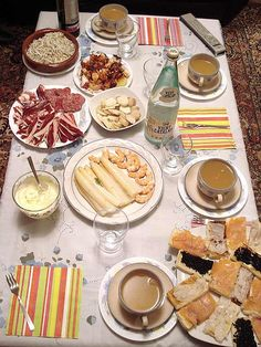 A very Spanish table!  Great spanish food blog.
