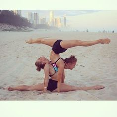 Things only ballet girls can do! Things only ballet girls can do! Gymnastics Moves, Gymnastics Tricks, Acrobatic Gymnastics, Gymnastics Pictures, Dance Pictures, Gymnastics Problems, Olympic Gymnastics, Olympic Games, Flexibility Dance