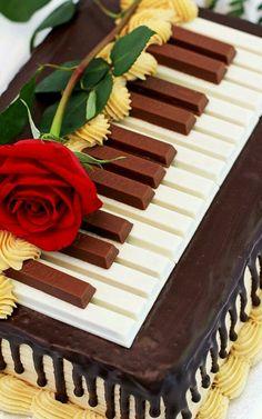 Kit Kat Piano Cake!!