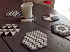 The idea Create coasters with ironing beads. - The idea Create coasters with ironing beads. Hama Beads Coasters, Diy Perler Beads, Perler Bead Art, Pearler Beads, Hama Coaster, Perler Bead Designs, Hama Beads Design, Pony Bead Patterns, Hama Beads Patterns