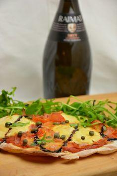 Pizzaa ja cavaa. Vegetable Pizza, Zucchini, Vegetables, Food, Vegetable Recipes, Eten, Veggie Food, Meals, Vegetarian Pizza