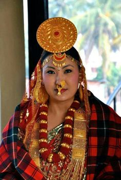 Limbu woman from Nepal in traditional cloths Nepal Culture, Nose Jewelry, Tribal Women, Folk Costume, World Cultures, Ethnic Fashion, People Around The World, Beauty Photography, Traditional Dresses