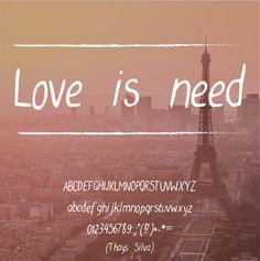 Thays Silva | Love is need é uma fonte caligráfica, romântica e jovem que lembra uma escrita adolescente. É uma fonte sem serifa, numa versão itálico e com oscilações na linha base.