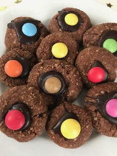 Cocoa Almond Cookies: Recipe for heavenly Christmas cookies Elegant Christmas Centerpieces, Christmas Candle Decorations, Candle Centerpieces, Christmas Candles, Centerpiece Ideas, Holiday Decor, Christmas Toilet Paper, Christmas On A Budget, Diy Christmas
