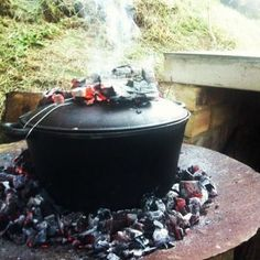 Biltong Pot Bread - Old Style Favourite South-African Recipes Braai Recipes, Wine Recipes, Cooking Recipes, Kitchen Recipes, South African Dishes, South African Recipes, Ma Baker, Biltong, Dutch Oven Recipes