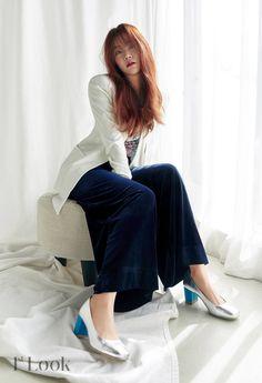 Seungyeon Kara, Han Seung Yeon, Sandara Park, Korean Actors, Girl Group, Nice Dresses, Bell Sleeve Top, Photoshoot, Kpop