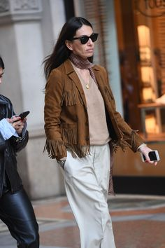 9 Emerging Street Style Trends For 2019 That Belong In Your Closet Right Now Rose Gold Ring Set, Emerald Ring Gold, Rose Gold Engagement Ring, Diamond Promise Rings, Dressing, Fringe Jacket, Street Style Trends, Moissanite, Fashion Trends