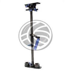 Estabilizador ligero diseñado para soportar camaras DSLR, DV y HDV. Permite eliminar imagenes temblorosas obteniendo imagenes con movimientos suaves y pausados. La camara parece flotar, siempre balanceada con movimientos precisos. Permite al operador correr, saltar obstaculos e incluso subir y bajar escaleras sin que la cámara reciba cualquier rastro de los movimientos del operador. Permite movimientos de 360°.
