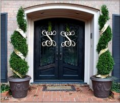 Love the large script monograms used here as a welcoming decoration for the front door. This is such a refreshing change from the typical wreath or basket.