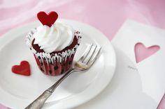 Red Velvet Cupcake per San Valentino Valentines Art, Saint Valentine, Valentine Cards, Red Velvet Cupcakes, Valentine Decorations, Panna Cotta, Menu, Pudding, Ethnic Recipes