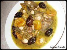 La meilleure recette de Tajine d'agneau aux pruneaux, aux abricots et aux amandes! L'essayer, c'est l'adopter! 4.7/5 (3 votes), 3 Commentaires. Ingrédients: 1 épaule d'agneau coupée 1 oignon 1 échalote 2 gousses d'ail ½ bouquet de persil ½ bouquet de coriandre 3 cs d'huile d'olive 1 cc de cannelle en poudre ½ cc de cumin ½ cc de gingembre ½ cc de ras el hanout 1 sachet de colorant alimentaire Sel, poivre Quelques pruneaux Quelques abricots moel...