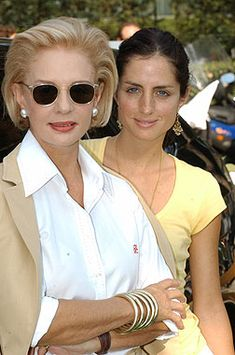 Carolina H. with her daughter. The hair, the sunglasses, the bangles, classic white blouse... she's looking GOOD!