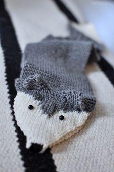 PUISTOLASSA: SULOISEN PEHMEÄ, KETTUMAINEN KAULALIINA Winter Hats, Lifestyle, Knitting, Diy, Fashion, Long Scarf, Moda, Tricot, Bricolage