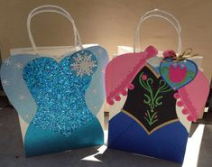 Handmade Frozen Anna And Elsa inspired gift bags by DJsBags Frozen Themed Birthday Party, 4th Birthday Parties, Frozen Party, Frozen Gift Bags, Elmo Party, Anna Frozen, Party In A Box, Party Bags, Diy Scrapbook