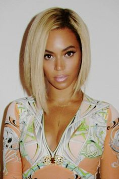 shows off her new hairstyle Probably my favorite Beyonce look.Probably my favorite Beyonce look. Long Bob Hairstyles, Wig Hairstyles, Casual Hairstyles, Celebrity Hairstyles, Quick Weave Hairstyles, Modern Hairstyles, Latest Hairstyles, Hairstyles Haircuts, Short Hair Cuts