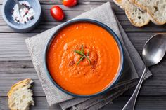 Gordon Ramsey's Delicious Tomato Soup - Food - Suppe Roasted Tomato Soup, Tomato Soup Recipes, Roasted Butternut Squash, Roasted Tomatoes, Salad Recipes, Gordon Ramsey, Healthy Breakfast Options, Tasty Kitchen, Slow Cooker Recipes