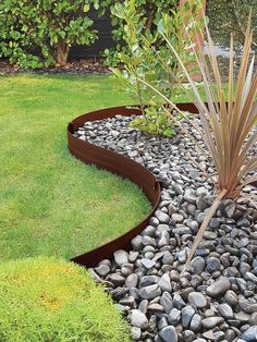 This garden edging can create beautiful curves for that perfectly manicured gravel path or can simply define your lawn and garden. Lawn Edging, Garden Edging, Garden Borders, Terrace Garden, Lawn And Garden, Garden Beds, Landscaping With Rocks, Backyard Landscaping, Dessert Landscaping