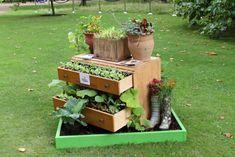 Design im Garten alte möbel kommode holz
