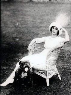 Anna Pavlova with her bulldog. Anna Pavlova, Vintage Pictures, Old Pictures, Old Photos, Vintage Images, Ballet Russe, Jeanne Lanvin, Russian Ballet, Vintage Dog