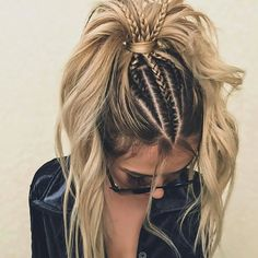 24 Lovely Ponytail Ideas To Wear For Any Occasion Those who think that ponytail hairstyles are too boring are going to change their minds! See how you can sport the familiar hairdo and turn heads. French Braid Ponytail, Braid On Top, Twisted Ponytail, Bun Braid, Lace Braid, Tight Braids, Pinterest Hair, Pretty Hairstyles, Hairstyles Haircuts