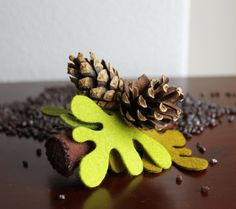 Felt brooch - Branch with pinecones. Winter accessorie, woman.