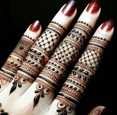 Nice Finger Mehndi With Henna Coloured Nail Finger Henna Designs, Basic Mehndi Designs, Mehndi Designs For Girls, Mehndi Design Photos, Wedding Mehndi Designs, Beautiful Henna Designs, Mehndi Designs For Fingers, Fingers Design, Latest Mehndi Designs
