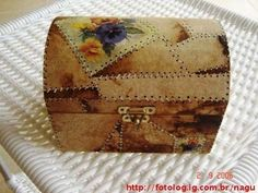 Coador de Café Usado Coffee Filter Art, Lace Painting, Cardboard Paper, Rustic Art, Altered Boxes, Decoupage Paper, Vintage Box, Decorative Storage, Diy Arts And Crafts